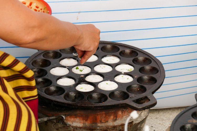 Kanom Krok Pan | Cast-iron Aebleskiver Pan